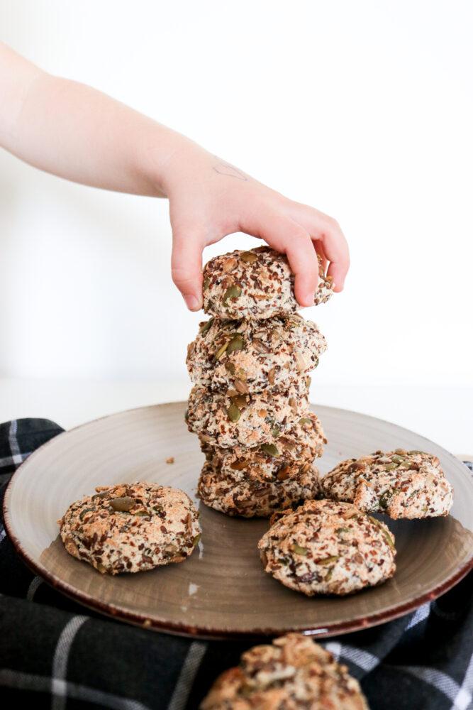 Fröbullar – veganskt, ägg-, gluten-, mjölk- och nötfritt lågkolhydratsbröd!