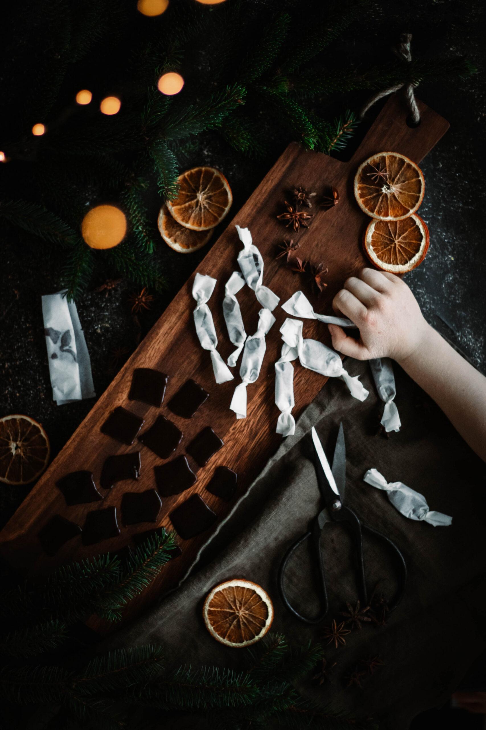 Växtbaserad julkola fri från vitt socker
